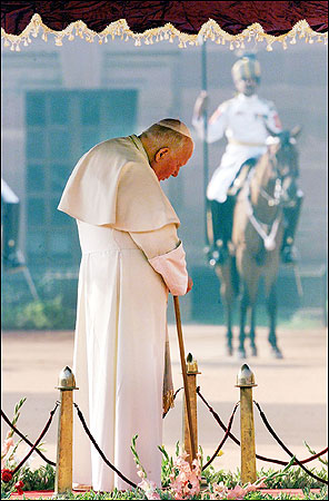 INDIA - Pope John Paul II listened to the Indian national anthem during the official welcoming ceremony at the presidential mansion in New Delhi, India, on Nov. 6, 1999. John Paul was welcomed by government leaders eager to play down tensions between Christians and majority Hindus.