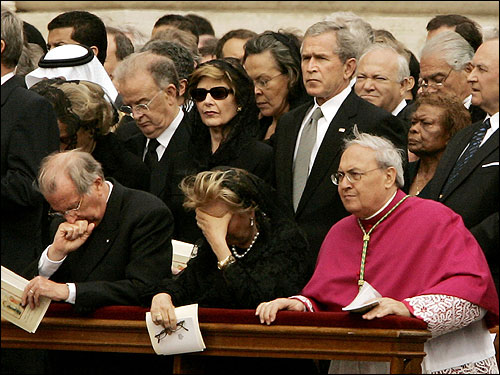 George W. Bush and first lady Laura Bush stood behind King Albert II and Queen Paola of Belgium during the funeral Mass.