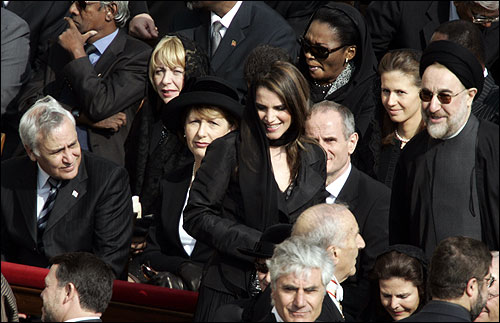 Israeli President Moshe Katzav (left), Iranian President Mohammad Khatami (right) and Queen Rania of Jordan (center) attended the funeral Mass.