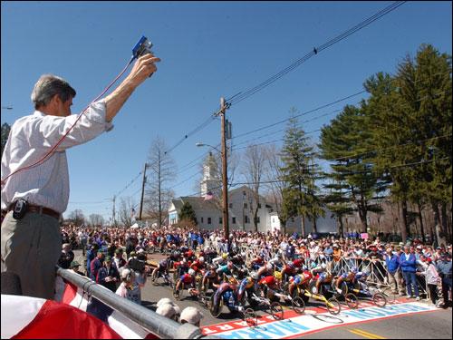 US Senator John Kerry signaled the start of the men's wheelchair race by firing the starting gun.