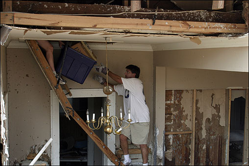 Alan Pitalo helped his sister-in-law, Melanie Williamson, remove personal belongings as they searched through the remains of Williamson's home in Biloxi, Miss.