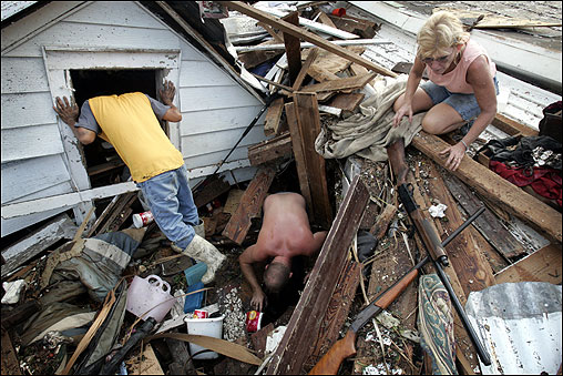 From left: Tam Cu, Jason Jackson, and Linda Bryant looked for belongings from Bryant's home in Biloxi, Miss.