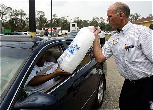 Waffle House senior vice president Steve Wright handed a hurricane survivor a bag of ice in Gulfport, Miss., on Thursday.