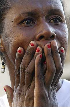 Earline Scott of Baton Rouge held her face as she reacted to a fire in the Garden District in New Orleans.