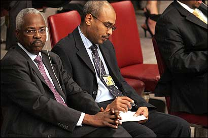 Omar Bashir Mohamed Manis (left) of Sudan listened during a UN Security Council meeting yesterday on the Dafur violence.