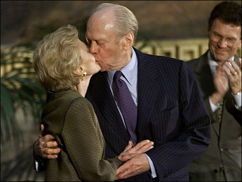 Ford and his wife shared a kiss after they were equally honored in a Congressional Gold Medal ceremony in the Rotunda of the US Capitol on Oct. 27, 1999.