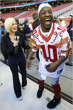 Giants cornerback Kevin Dockery had fun wearing a jersey given to him by Pickler, who was reporting for 'The Tonight Show.'