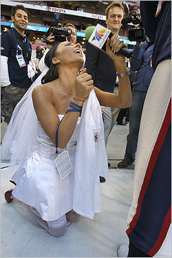 Ines Gomez Mont from TV Azteca proposed to Tom Brady at media day. Brady politely declined.