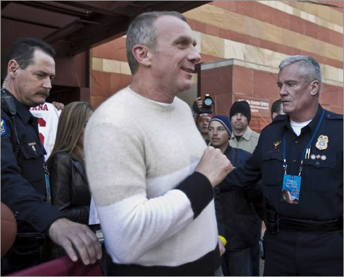 Former San Francisco 49ers quarterback Joe Montana walked to an interview during an ESPN radio show outside the Phoenix downtown Hyatt Friday.