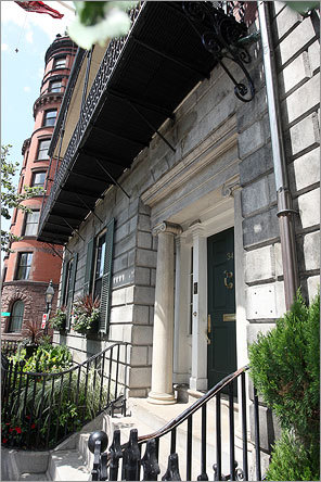 In 2006, Northeastern bought 34 Beacon St., just west of the State House, a five-story, 9,000-square-foot home at the base of Beacon Hill. Northeastern President Joseph Aoun now lives there, following generations of prominent Bostonians who have called it home since its construction in 1825. Zillow assessed the property at $6.9 million, while city records pegged the value at $8.96 million in 2006.