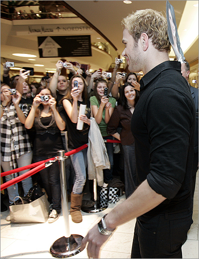 "Touring suburban malls to promote ""The Twilight Saga: New Moon,'' the actor chatted with fans at a VIP event at Nordstrom and then faced the masses at Hot Topic, the mecca for all things ""Twilight.''"