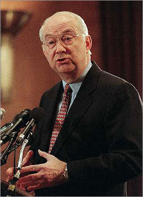 Republican icons helped carry GOP to dominance Phil Gramm of Texas announced his retirement from the Senate a week before Sept. 11, 2001, joining fellow Southern Republican icons Jesse Helms of North Carolina and Strom Thurmond of South Carolina. The three men symbolized the forces that carried the GOP to dominance in the South. Story: Gramm to bow out of Senate in 2002