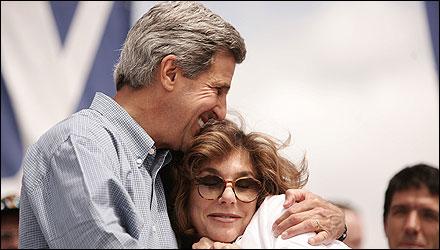 Senator John F. Kerry and his wife, Teresa Heinz Kerry, at a rally in Sioux City, Iowa, last week.