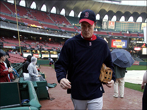 Sox reliever Mike Timlin sloshes his way to the dugout before Game 3.