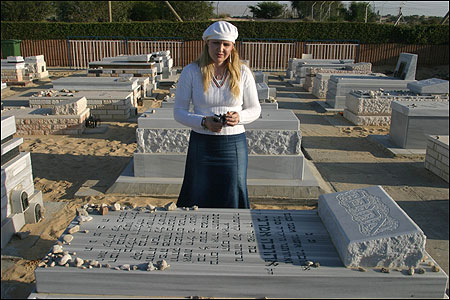 Sara Zweig visited the grave of her sister, Ahuva, in the cemetery in Gush Katif.