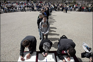 After a Mass celebrating the life of Pope John Paul II, students and faculty at Boston College lined up yesterday to write inscriptions in a memorial book.