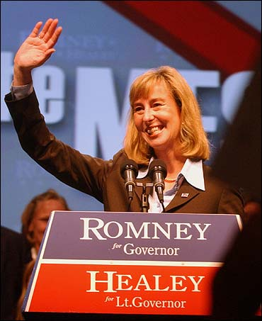 Kerry Healey apparently has an early fund-raising edge.
