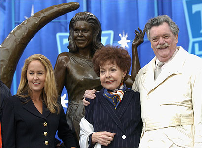 Former ''Bewitched'' actors Erin Murphy, Kasey Rogers, and Bernard Fox posed at the statue of Elizabeth Montgomery.