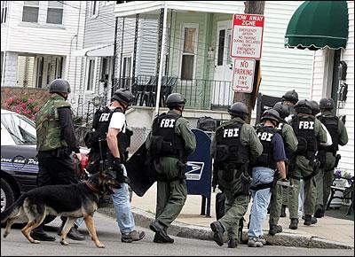 FBI prepares to enter house in Malden