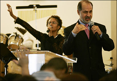 Pastor Roberto Miranda, who spoke on a recent Sunday at the Congregación León de Judá in Roxbury, says he wants to ''reclaim the state of Massachusetts for Jesus Christ.'' The largely Hispanic evangelical Christian church has grown over the last two decades from five members to 1,200.