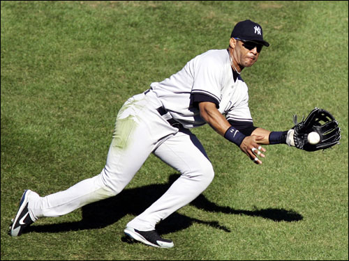 Gary Sheffield snared a line drive by Trot Nixon in the fourth inning.