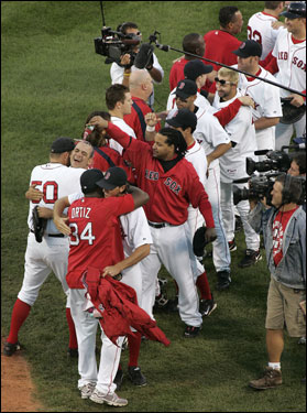 Manny Ramirez poured a beverage over the head of Jeremi Gonzalez as the rest of the team celebrated.