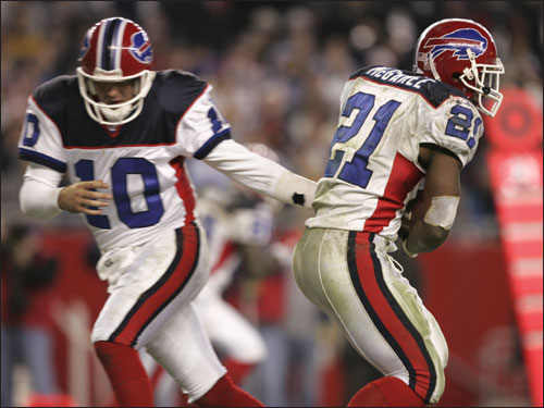 Holcomb (10) handed off to Bills running back Willis McGahee (21) during the third quarter.