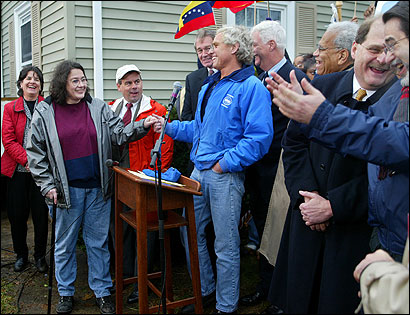 Joseph P. Kennedy II, head of Citizens Energy, introduced a Quincy homeowner, Linda Kelly. Edward J. Markey, William D. Delahunt (right of Kennedy), and Venezuelan envoy Bernardo Alvarez Herrera (second from right), were among the guests.