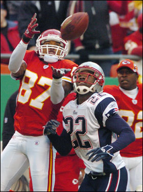 Chiefs wide receiver Eddie Kennison caught a Green pass over the defense of Asante Samuel.