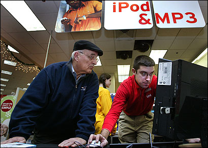 Bill Hedlund got help from Adam Sholds, an employee at a Circuit City store, last week.