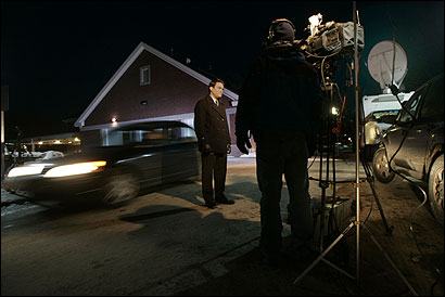 Reporter T.J. Winnick of CBS4 Boston prepared for a segment behind the police station in Hopkinton in anticipation of Neil Entwistle's arrival.