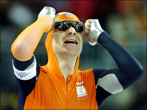 Bob de Jong of the Netherlands beat out Chad Hedrick of the United States for the gold medal in the Men's 10,000 meter speedskating event.