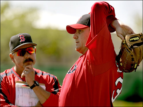 Curt Schilling talked with pitching coach Al Nippe after his pitching session on the mound.