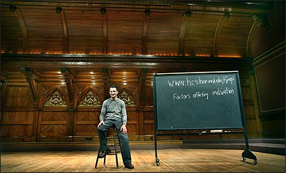More than 800 students fill the lecture hall for Tal Ben-Shahar's 'Positive Psychology' at Harvard this semester.