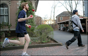 Zach Warren, a record-setting joggler, trains in Cambridge for his Boston Marathon matchup with archrival Michal Kapral.