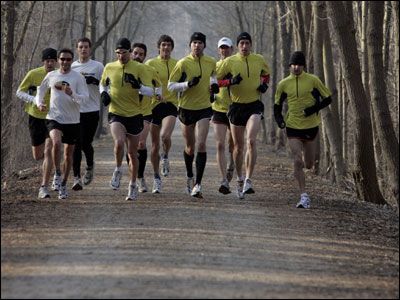 The Hansons running group hopes its pack mentality while training is the path to marathoning success.