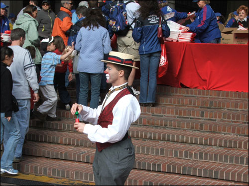 Matthew Pauli, of the Big Apple Circus, entertained runners before the pre-race dinner at Government Center.