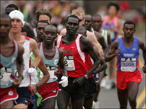 Eventual men's race winner Robert Cheruiyot started the first few miles in the middle of the lead pack.