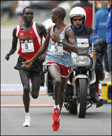 Benjamin Maiyo (5) had company on the flat roads, but once he stepped up the pace, only Robert Cheruiyot (8) remained in the chase.