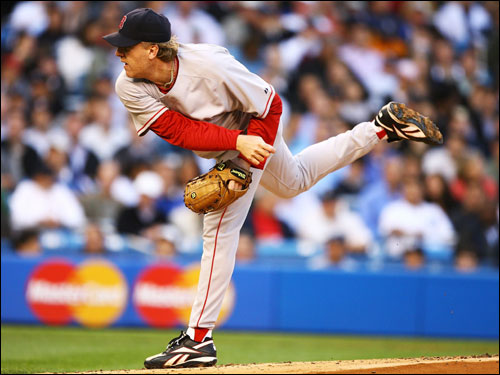 Curt Schilling delivered a pitch against the Yankees in the third inning.