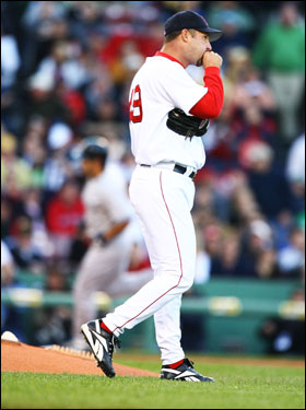 Tim Wakefield stood on the mound as his former teammate Johnny Damon rounded the bases after hitting a solo home run.