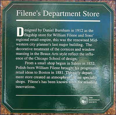 A small green plaque honoring Filene's department store was unveiled yesterday. Public officials, shoppers, and store clerks attended the ceremony. And then the participants began reflecting about the retail heyday of Downtown Crossing.