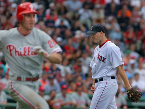 Phillies second baseman Chase Utley (left) didn't appear to know his ninth-inning drive was a home run, but Jonathan Papelbon did.