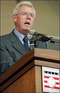 Peter Gammons receiving the 2004 J.G. Taylor Spink Award.