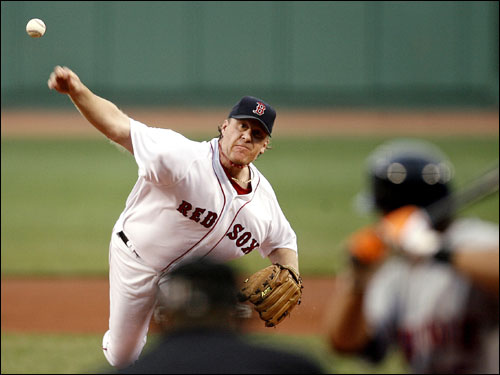 Curt Schilling entered the game against the Mets looking for his tenth win of the season.