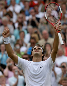 Roger Federer raises his hands in triumph for the fourth time after a Wimbledon final.