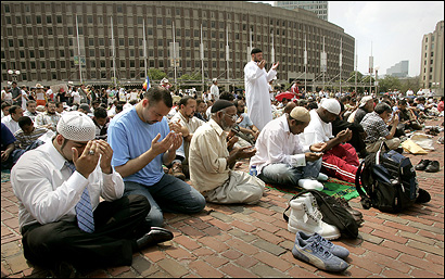 During the protest at City Hall Plaza, demonstrators gathered in rows facing eastward to pray to God. Assam Omeish, president of the Muslim american Society, led the prayer.