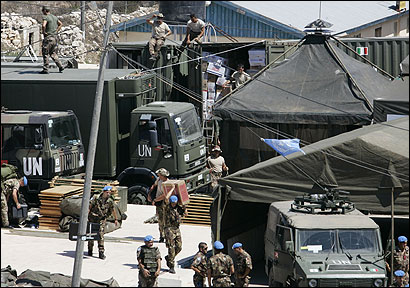 Italian soldiers settled into camp yesterday in Kalaway, south Lebanon, under the cease-fire deal between Israel and Hezbollah.