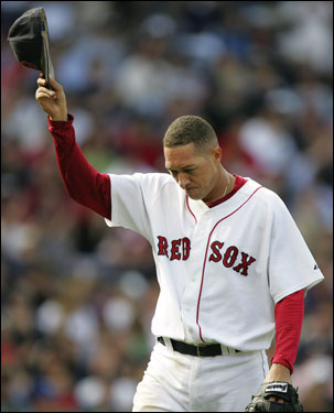 Red Sox starting pitcher Julian Tavarez tipped his cap to the crowd after being taken out in the sixth inning.
