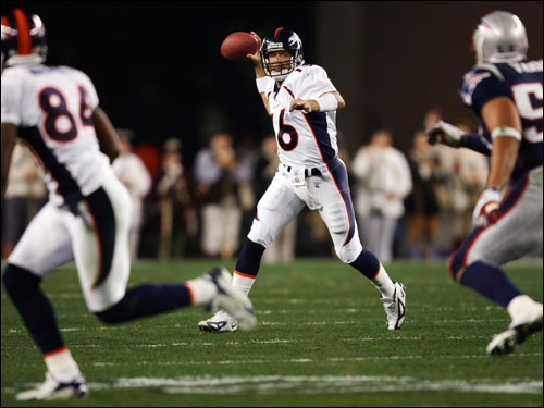 Broncos QB Jake Plummer looked for Javon Walker on a rollout in the second quarter.